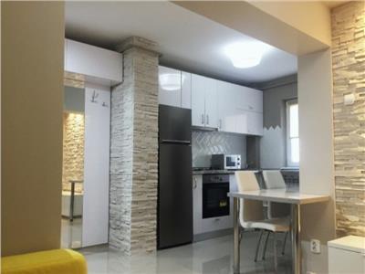 Apartametn 2 camere decomandat + living Copou