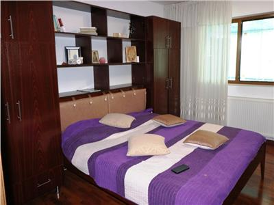 Apartament cu 3 camere et 1, 80 mp