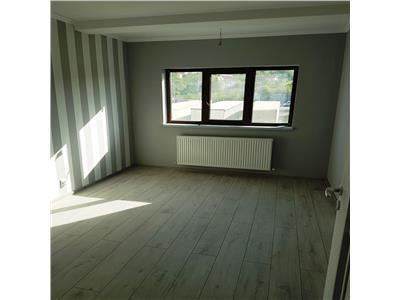 Apartament cu 3 camere, etaj intermediar 77mp