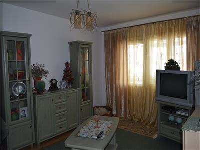 Apartament 2 camere decomandate etaj intermediar zona Nicolina