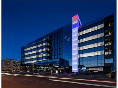 Apartament 3 camere Centru - Moldova Business Center+parcare