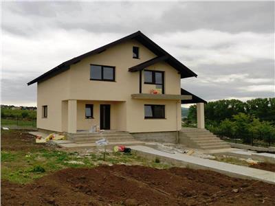 Vila individuala 500 mp teren si beci Valea Adanca