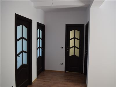 Apartament 3 camere decomandat 70mp