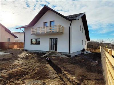 Vila 4 camere 525 mp teren zona Miroslava