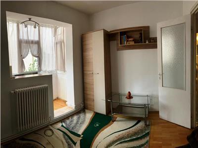 Apartament 3 camere decomandat etajul 2 zona Pacurari