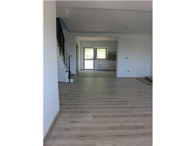Apartament 3 camere 100mp