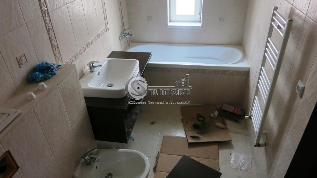 Apartament 2 camere decomandat Bucium