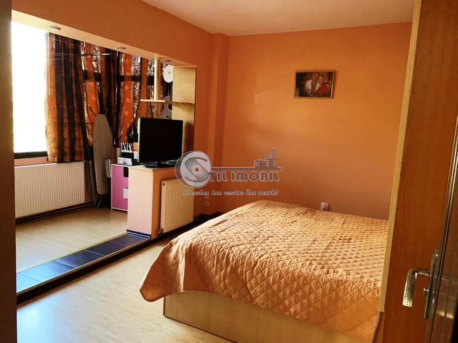 Apartament 3 camere, Centru - Palas, FARA RISC, 85000 euro