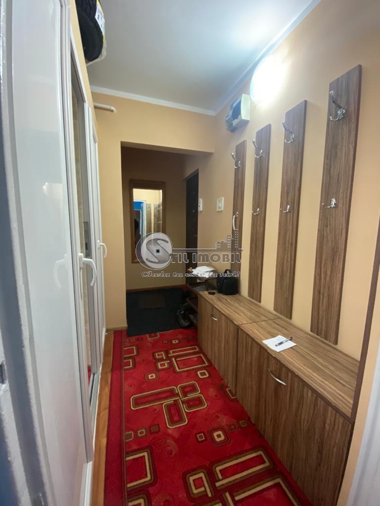 Apartament 3 camere, tip SD, Piata Voievozilor, 300 Euro