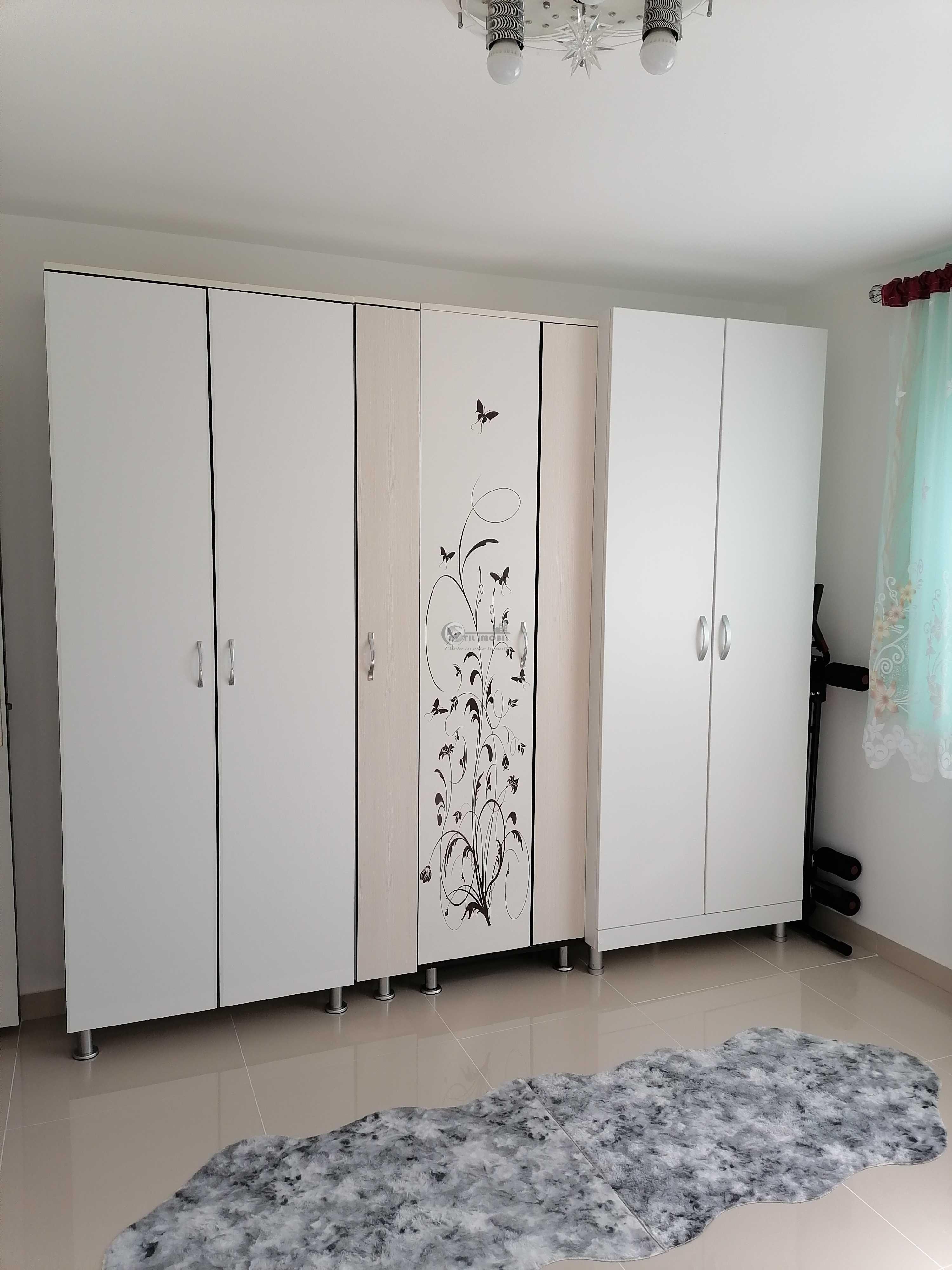 Apartament 3 camere, tip D, semicentral, etaj intermediar, 79000 Euro