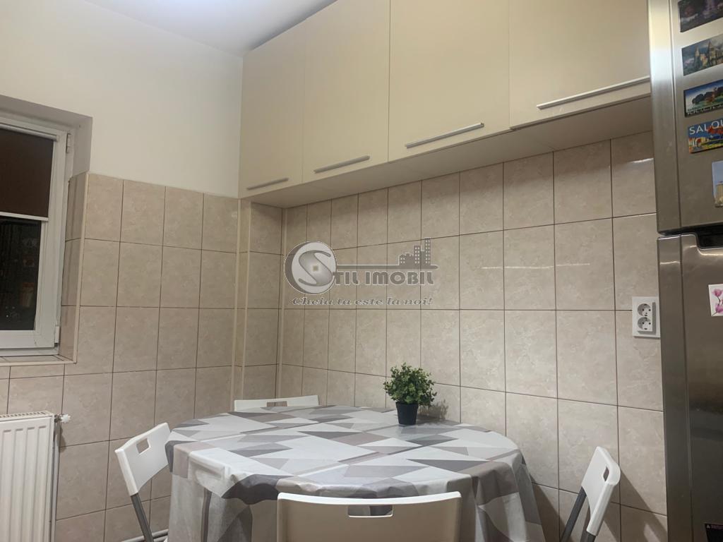 Apartament 3 camere, 72 mp, central, 93000 Euro