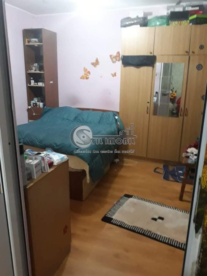 Apartament cu 3 camere, 63mp, Podu Ros, 66000 euro