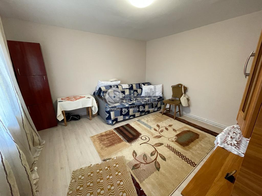 Casa individuala renovata , Ciurbesti , 690 mp teren