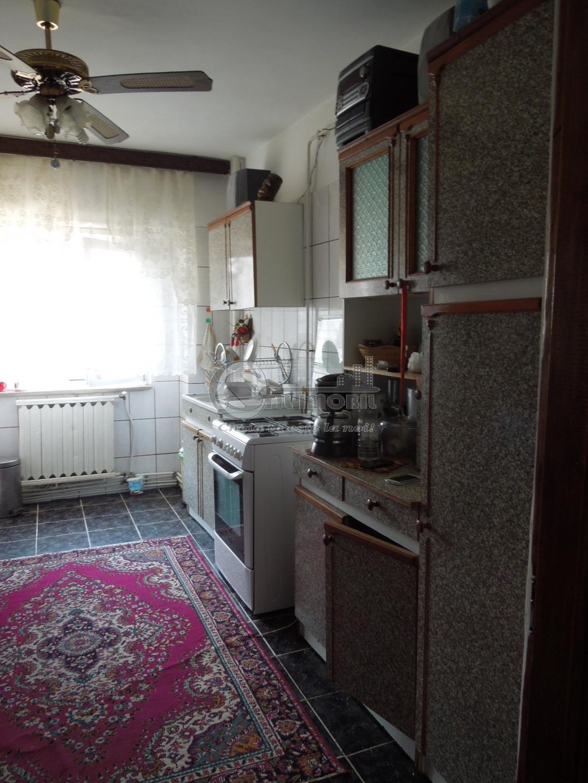Apartament cu 4 camere de vanzare in zona Lunca Cetatuii