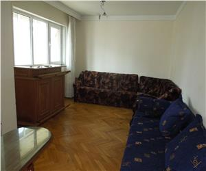 Ultracentral Stefan cel Mare apartament 3 camere decomandat