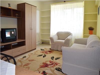 Apartament 3 camere Podu Ros semi-central