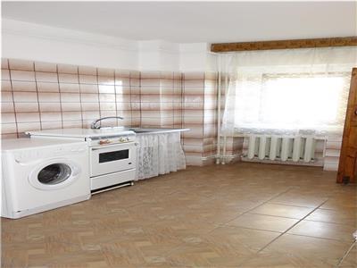 Nicolina prima statie apartament 3 camere decomandat
