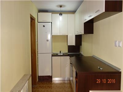 Centru spate Mitropolie apartament 3 dormitoare si living