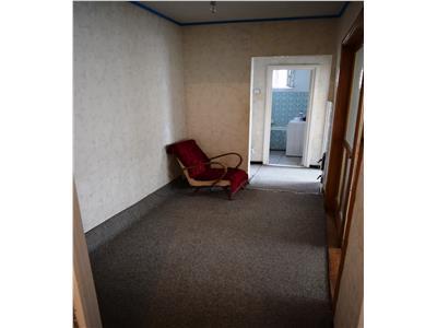 Apartament 3 camere curat si modest Al. cel Bun, pentru studenti