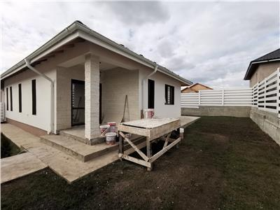 Casa stil duplex plan parter Valea Adanca