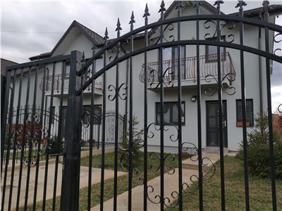 Casa stil duplex 4 cam Valea Adanca