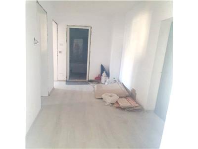 3 camere ,85mp,2 balcoane, renovat CUG la bulevard
