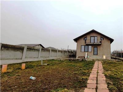 Vila cu garaj si beci 500 mp teren zona Horpaz