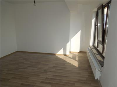 Apartament cu 3 camere, de vanzare, in zona Pacurari